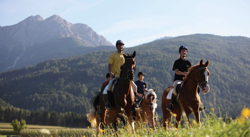 Biking, horse riding, paragliding and golf - Varied sport holidays in South Tyrol