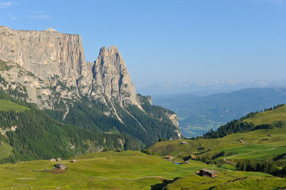 Sport holidays in South Tyrol - hiking, running and Nordic Walking on the Alpe di Siusi